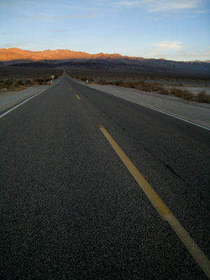 route desert traversant death valley